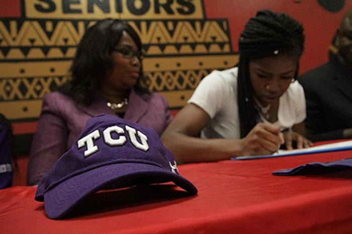 Aztec basketball star commits to TCU