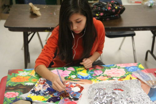 Art seniors paint murals