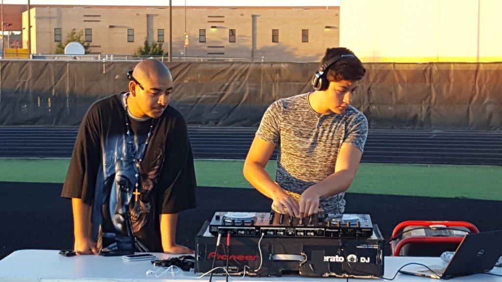 DJ+Turning+it+Up