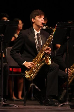 Senior Eric Trinidad receives Dave Koz scholarship