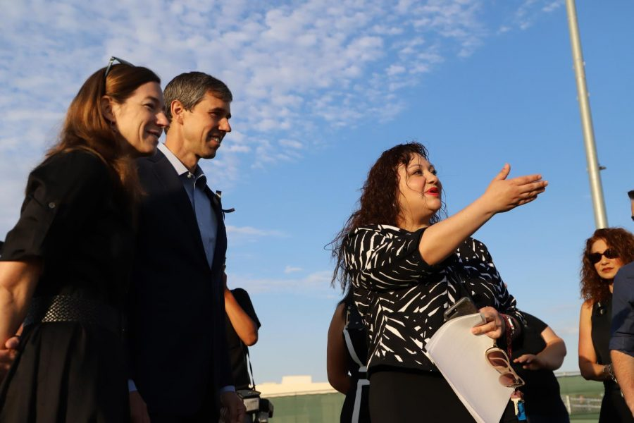 El+Dorado+Principal+Venessa+Betancourt+welcomes+former+congressman+Beto+O%27Rourke+and+his+wife%2C+Amy%2C+to+the+football+field%2C+where+the+memorial+was+held+on+Wednesday+morning.+