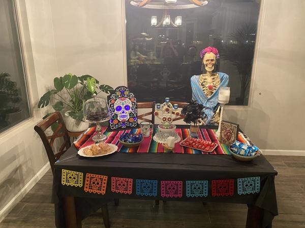Maestra de Español muestra sus decoraciones para el Dia de los Muertos.